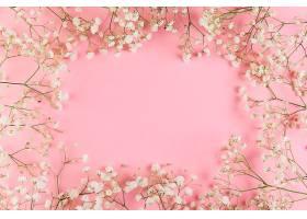 空白区域用于在粉色背景下使用新鲜的白色_387503301