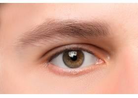漂亮的棕色男人的眼睛特写_8971327