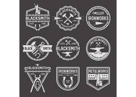 黑色背景上的铁匠白色徽章_9386549