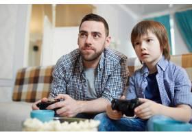 玩电子游戏的时刻_5400779