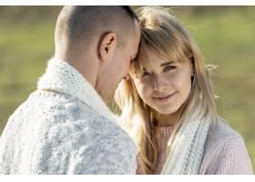 美丽的金发女郎和帅气的男士_5999618