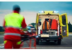 救护人员与救护车摄影