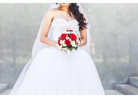 抱着花束的新娘