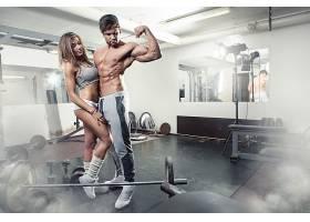 健身的性感男女