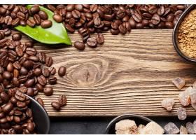 木板背景与咖啡豆