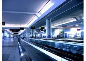 机场自动楼梯
