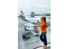 小女孩与飞机