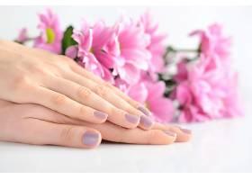 手背与鲜花