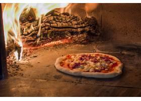 火炉里的披萨