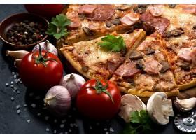 新鲜食材与披萨