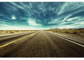 蓝天与公路