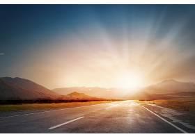 山间日出日落与公路