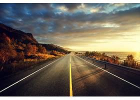 海岸公路与黄昏美景
