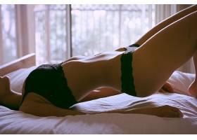 人,肚皮,美女,女用贴身内衣裤,在床上,模特,黑色内裤3550