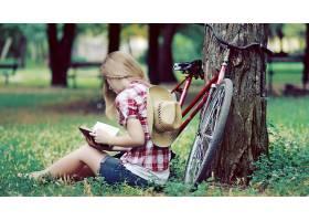 人,美女,金发,模特,树木,自行车,户外的女人,坐在,读,牛仔短裤,衬