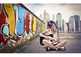 人,美女,吉他,市容,涂鸦,黑发,头戴耳机,乐器,坐在,壁16321