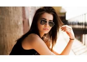 人,美女,眼镜,模特,戴眼镜的美女,黑发,黑色上衣,墨镜,户外的女人