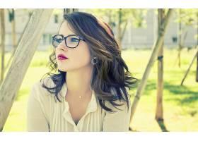 人,眼镜,美女,黑发,戴眼镜的美女,冲孔,户外的女人65791