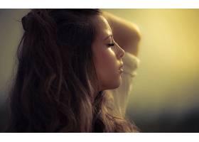 人,简单的背景,美女,黑发,面对,闭着眼睛,卷发,户外的女人,自然光