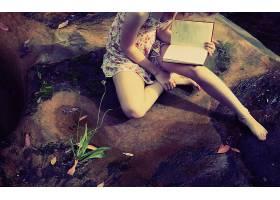 人,模特,图书,赤脚,性格内向,户外的女人,坐在,读,植物,美女67825