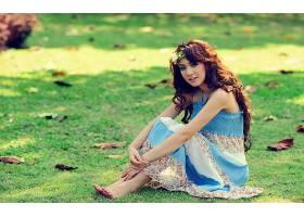 女人,亚洲的,微笑,长的,头发,穿衣,蓝色,穿衣,坐着的,赤脚的,叶子