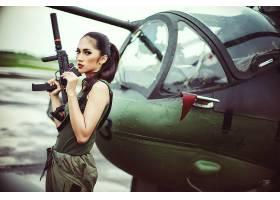女人,女孩,枪支,妇女,模特,黑发女人,棕色,眼睛,枪,直升飞机,口红图片