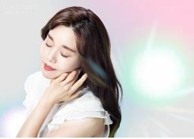 梦幻唯美韩国女性美妆用品海报设计