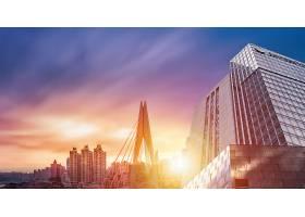 夕阳下的现代化城市