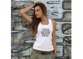 街拍风格时尚年轻女模特上衣T恤服装展示样机