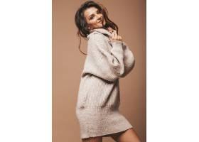 穿毛衣的美女模特