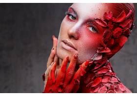 油漆花瓣与女性艺术照