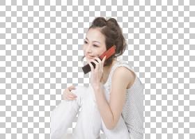 接打手机电话的休闲女性