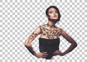 性感双手叉腰的纹身女性