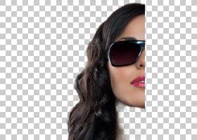 戴墨镜的黑长发女性