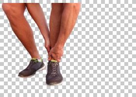 运动员紧握左脚脚踝