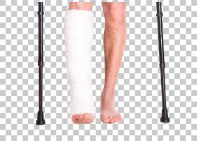 右脚受伤上石膏的人