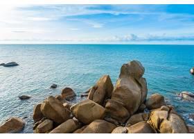 海岸的大礁石