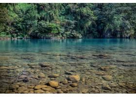 唯美的山涧河流