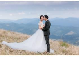 山坡西式浪漫婚纱摄影写真图