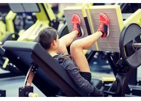 性感练习腿力年轻健身女性