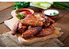 可口的烤鸡翅