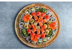 日式美味的饭团鱼生刺身寿司