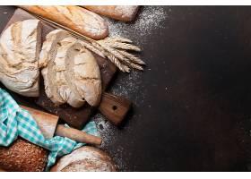新鲜出炉的面包