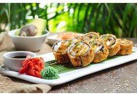精致的饭团寿司