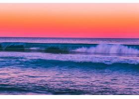 夕阳的海浪