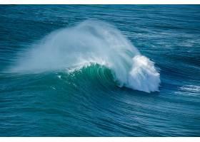 翻滚的海浪
