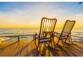 海边唯美落日与木椅