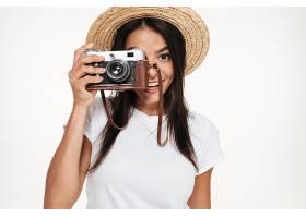拿着相机的休闲拍摄爱好者