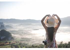 游山观光的女性