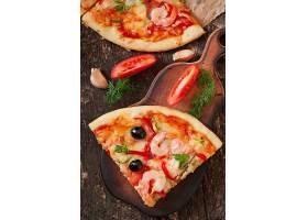 虾仁辣椒圈披萨
